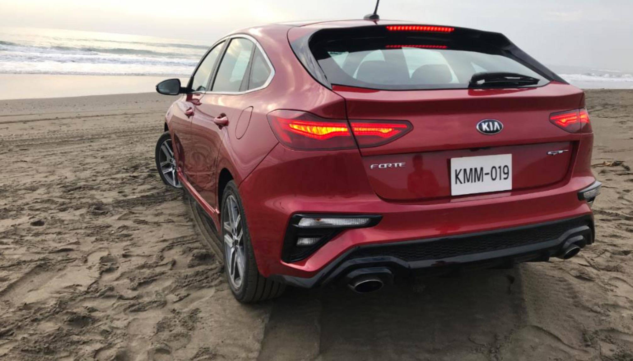 Fer Guisa descubre Veracruz en un KIA Forte GT hatchback 0c8cc4703e
